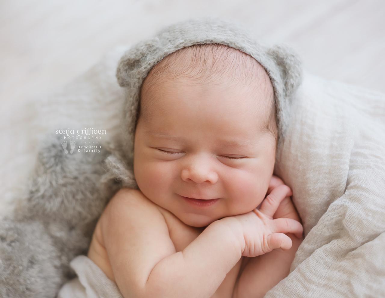 Aaron-Newborn-Brisbane-Newborn-Photographer-Sonja-Griffioen-08.jpg