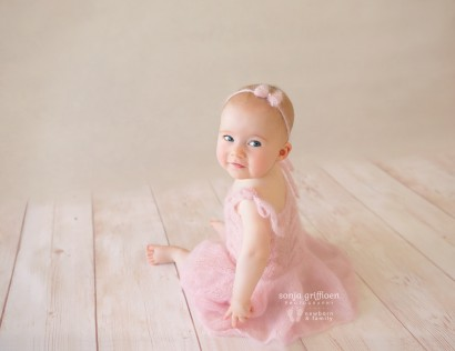 Brisbane sitter session, older babies, baby photography, Milestone sessions, Brisbane baby photos, baby photography
