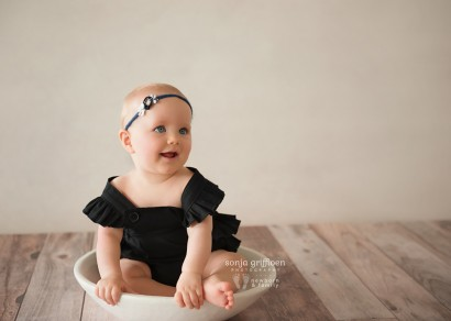 Brisbane sitter session, baby milestone photography, baby photos Brisbane, baby portraits, baby smiles