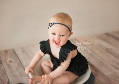Brisbane sitter session, baby milestone photography, baby photos Brisbane, baby portraits, baby smiles