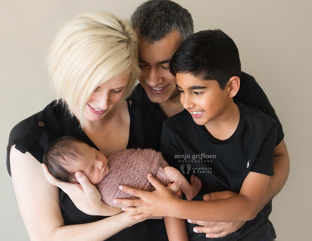 Caoimbe-Newborn-Brisbane-Newborn-Photographer-Sonja-Griffioen-06.jpg