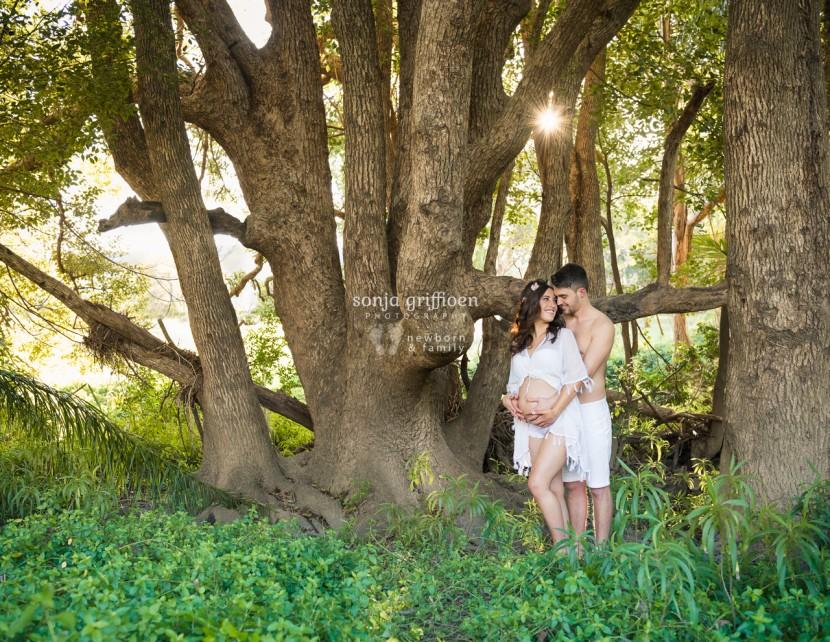 Brisbane maternity photography, couple, pregnant couple in woods, beautiful maternity images, brisbane maternity session
