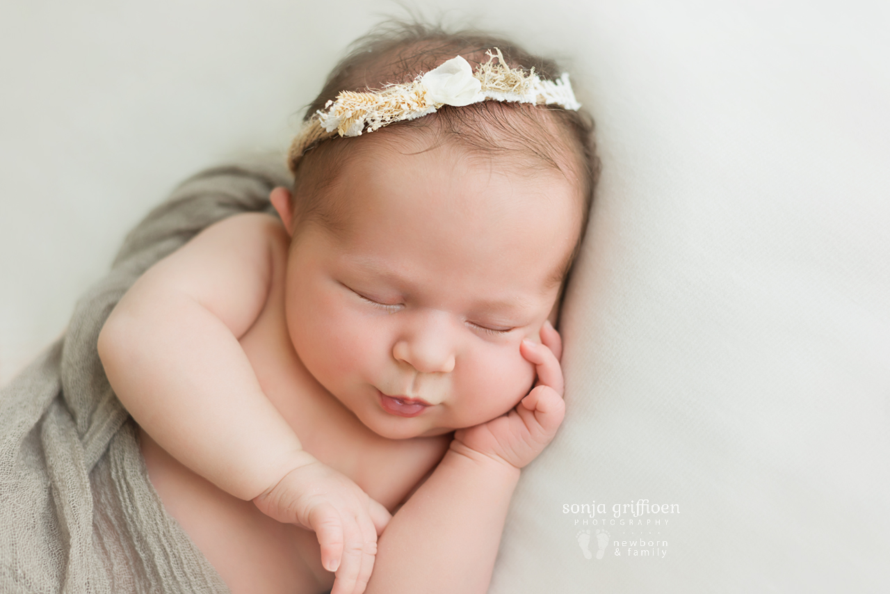 Elsi-Newborn-Brisbane-Newborn-Photographer-Sonja-Griffioen-09.jpg