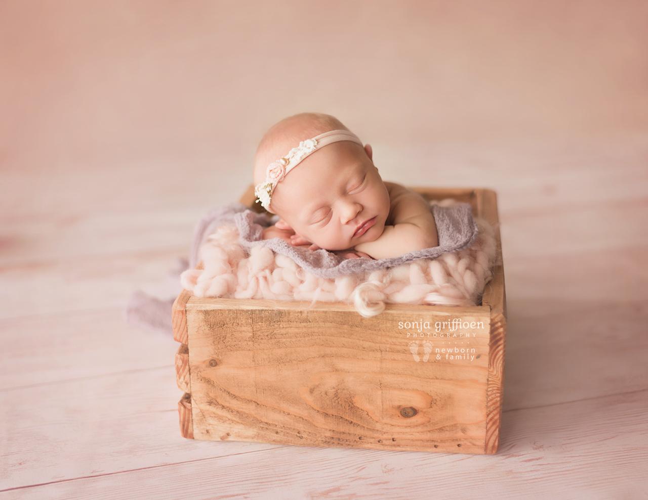 Elsie-Newborn-Brisbane-Newborn-Photographer-Sonja-Griffioen-03.jpg