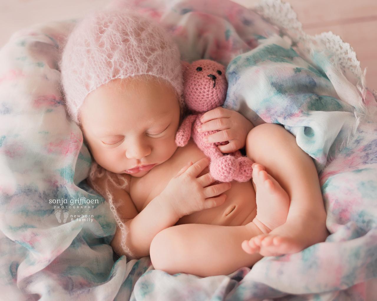 Elsie-Newborn-Brisbane-Newborn-Photographer-Sonja-Griffioen-05.jpg