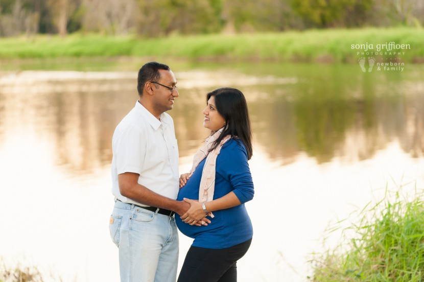 Brisbane maternity photography, couple, pregnant couple by the water, maternity images, brisbane maternity session, water, pregnancy