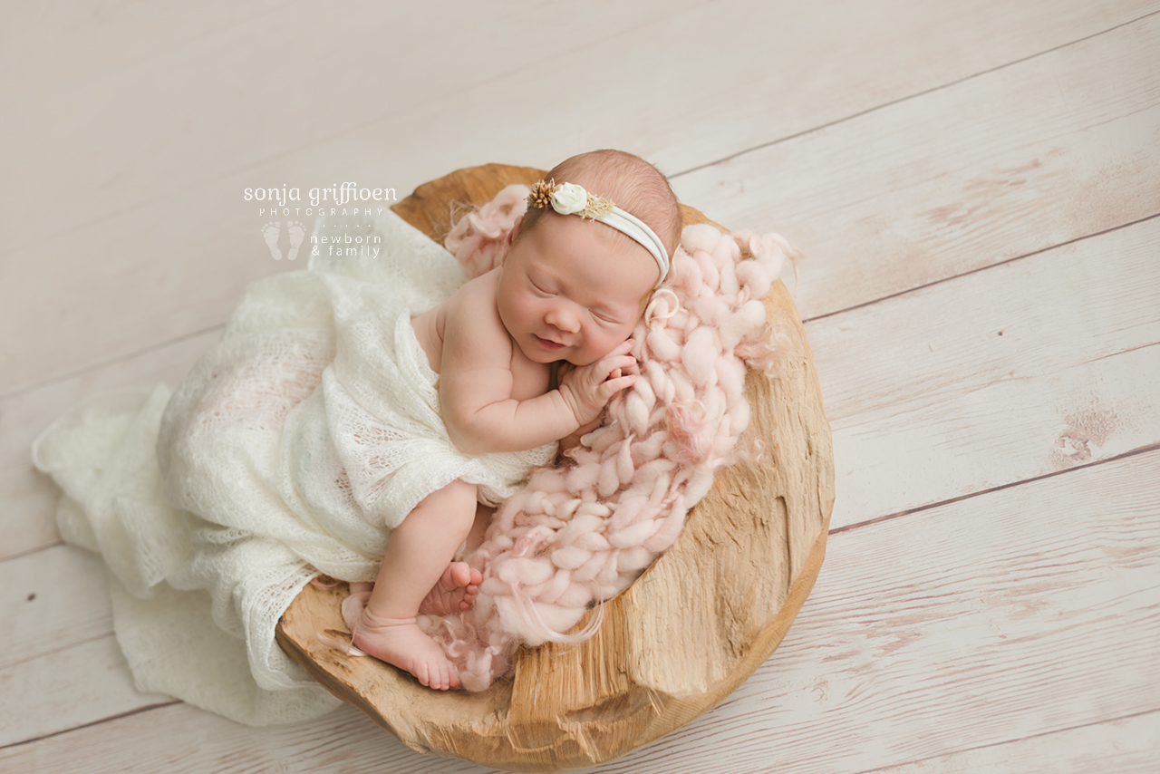Matilda-Newborn-Brisbane-Newborn-Photographer-Sonja-Griffioen-07.jpg