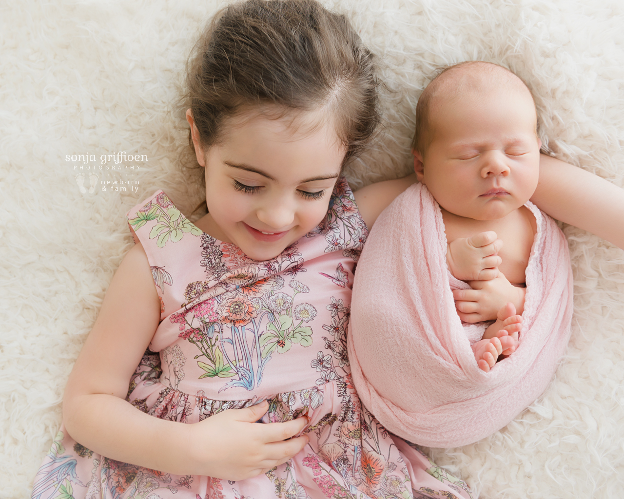 Nieve-Newborn-Brisbane-Newborn-Photographer-Sonja-Griffioen-02.jpg
