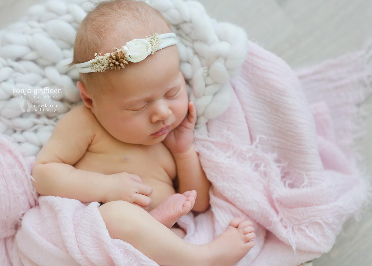 Nieve-Newborn-Brisbane-Newborn-Photographer-Sonja-Griffioen-07.jpg