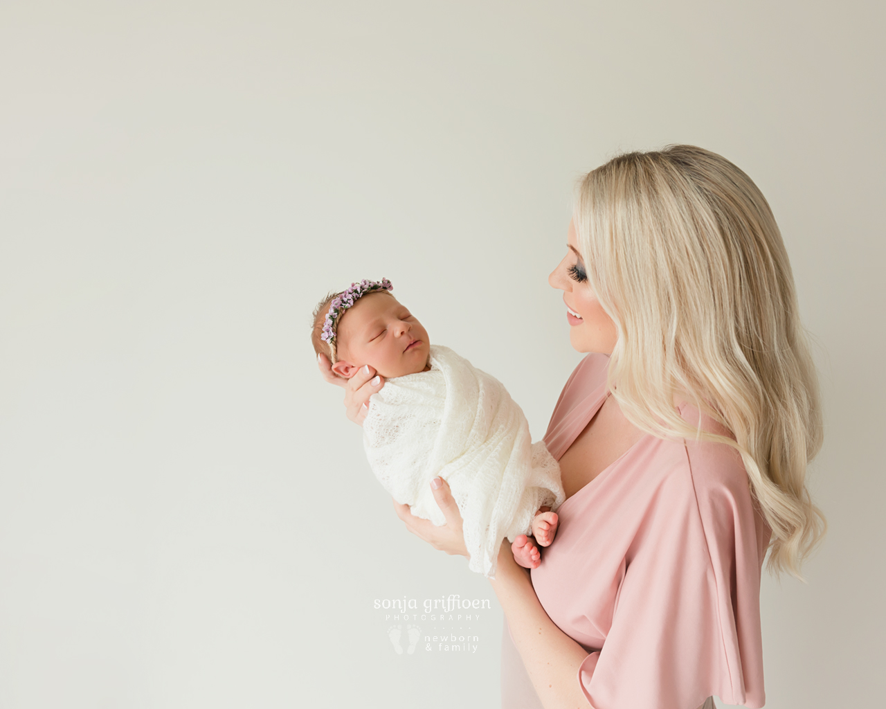 Petra-Newborn-Brisbane-Newborn-Photographer-Sonja-Griffioen-03.jpg