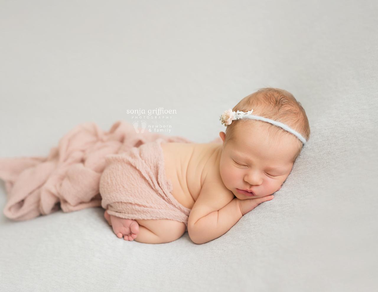 Petra-Newborn-Brisbane-Newborn-Photographer-Sonja-Griffioen-09.jpg