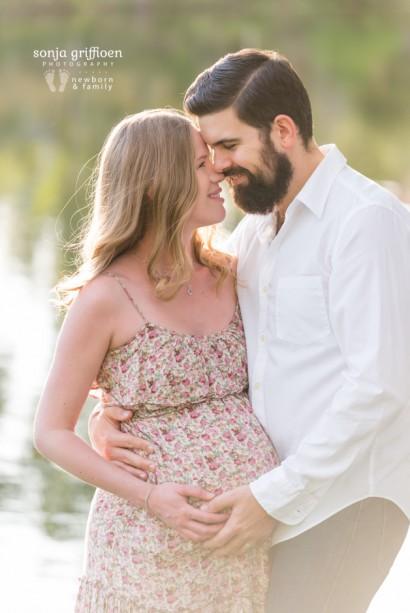 Brisbane maternity photographer Sonja Griffioen. Maternity portraits, outdoor maternity, couples maternity, couples photography session