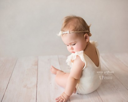 Brisbane baby photography, milestone sessions, sitting up baby photos, baby photos, 8 months, 7 months