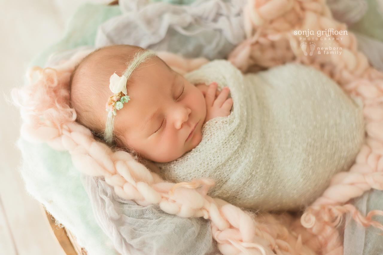 Thalia-Newborn-Brisbane-Newborn-Photographer-Sonja-Griffioen-03.jpg