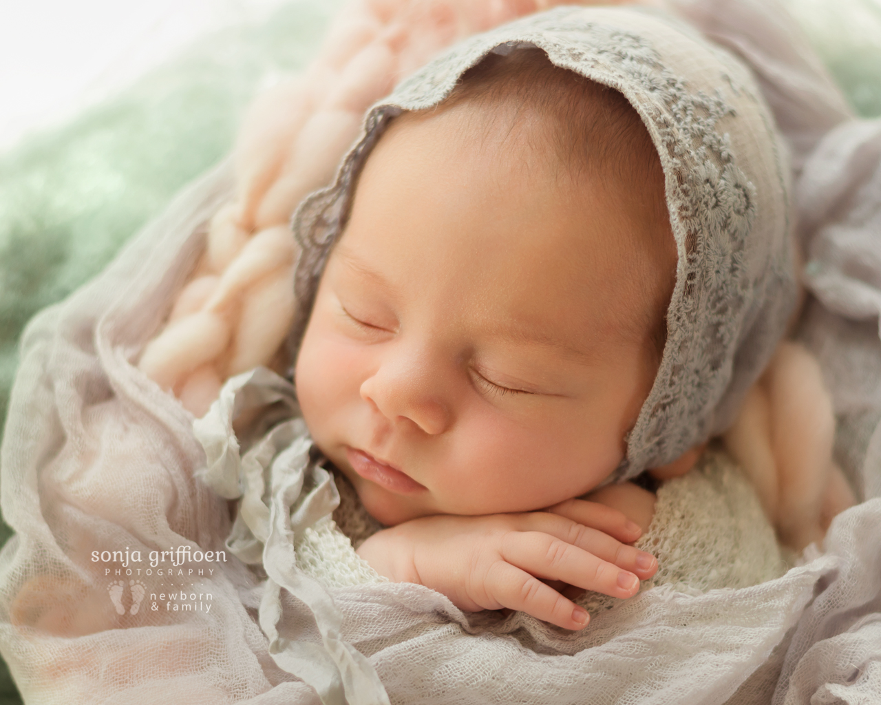 Thalia-Newborn-Brisbane-Newborn-Photographer-Sonja-Griffioen-05.jpg