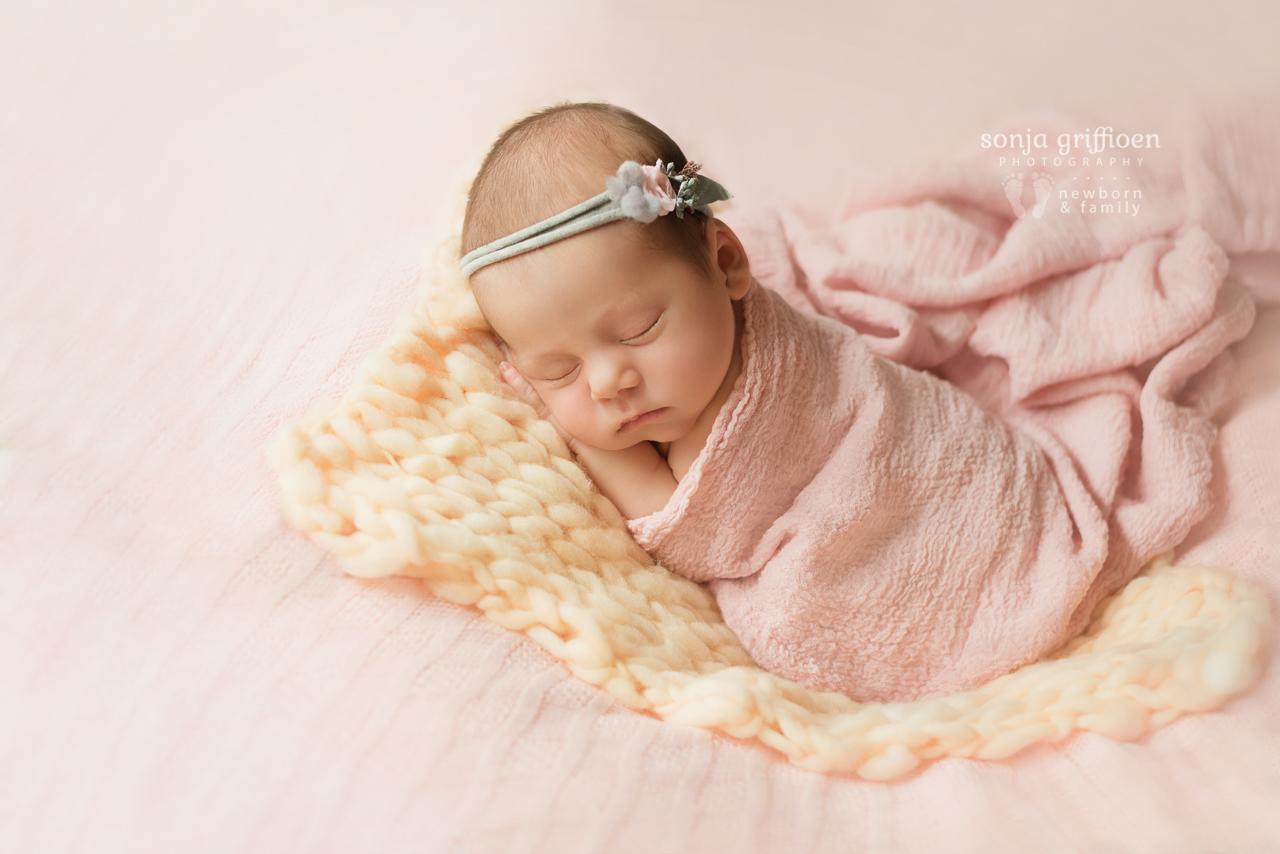 Thalia-Newborn-Brisbane-Newborn-Photographer-Sonja-Griffioen-11.jpg