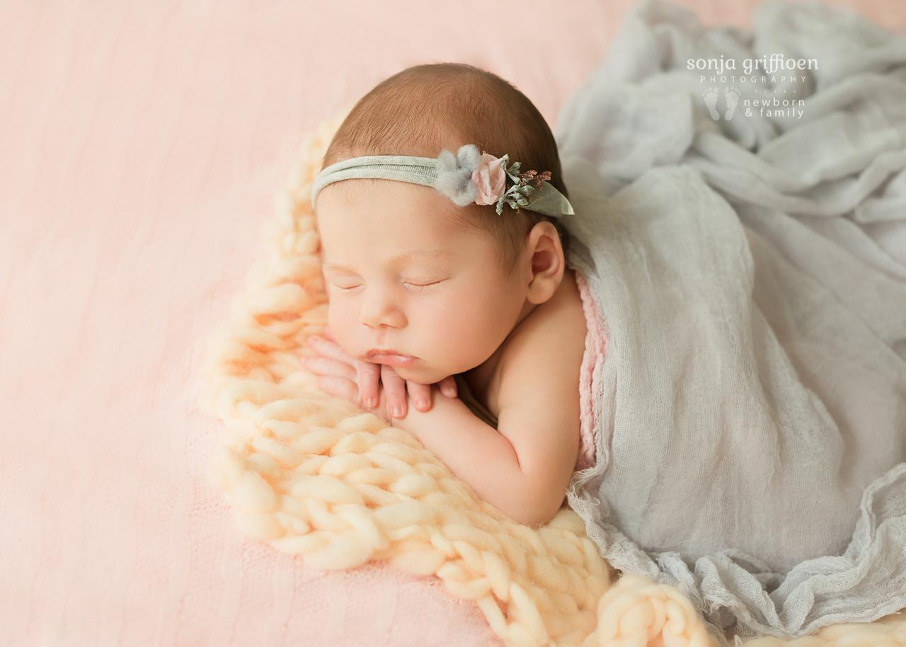 Thalia-Newborn-Brisbane-Newborn-Photographer-Sonja-Griffioen-24.jpg