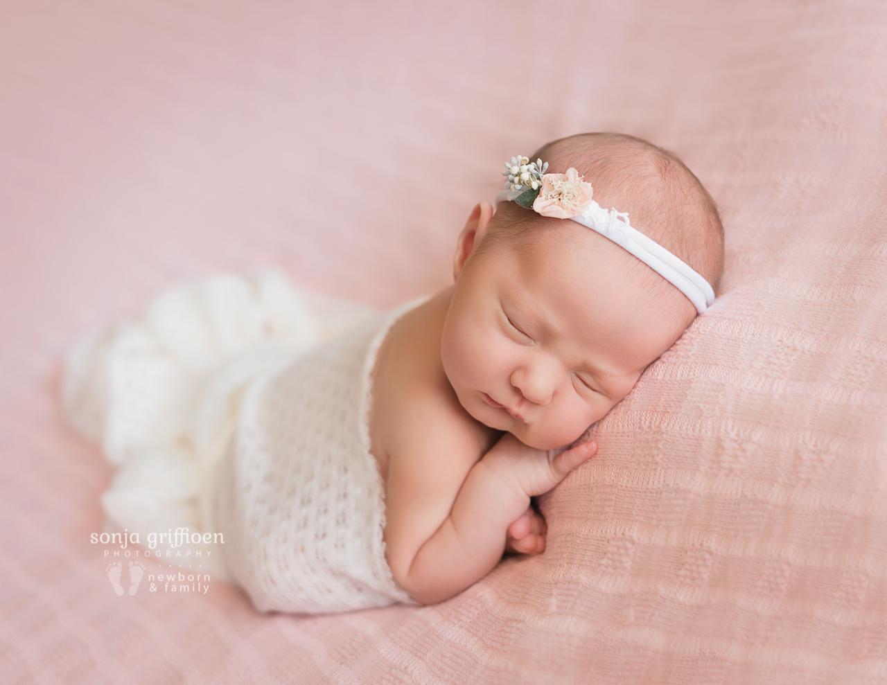 Violet-Newborn-Brisbane-Newborn-Photographer-Sonja-Griffioen-09.jpg