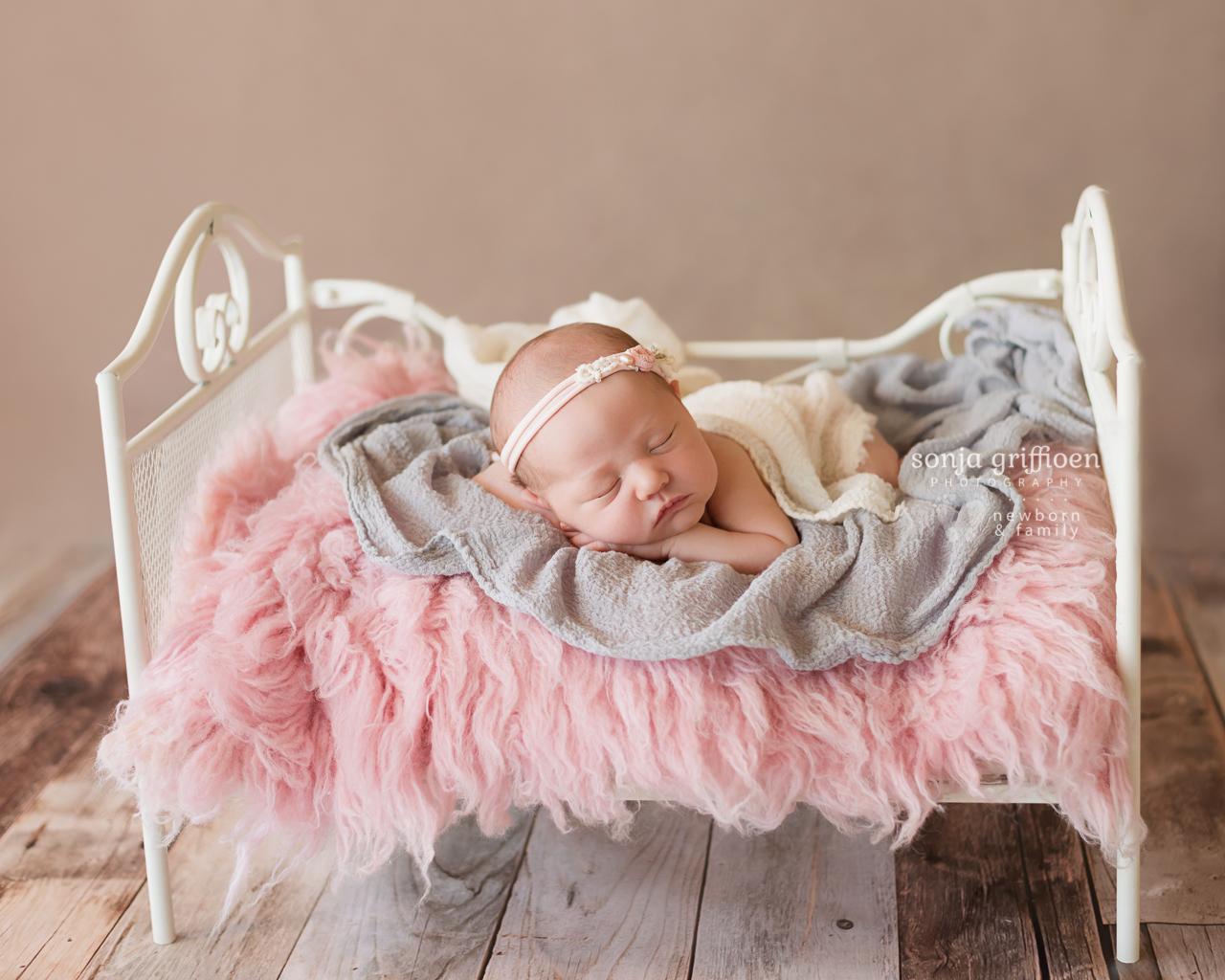Violet-Newborn-Brisbane-Newborn-Photographer-Sonja-Griffioen-13.jpg