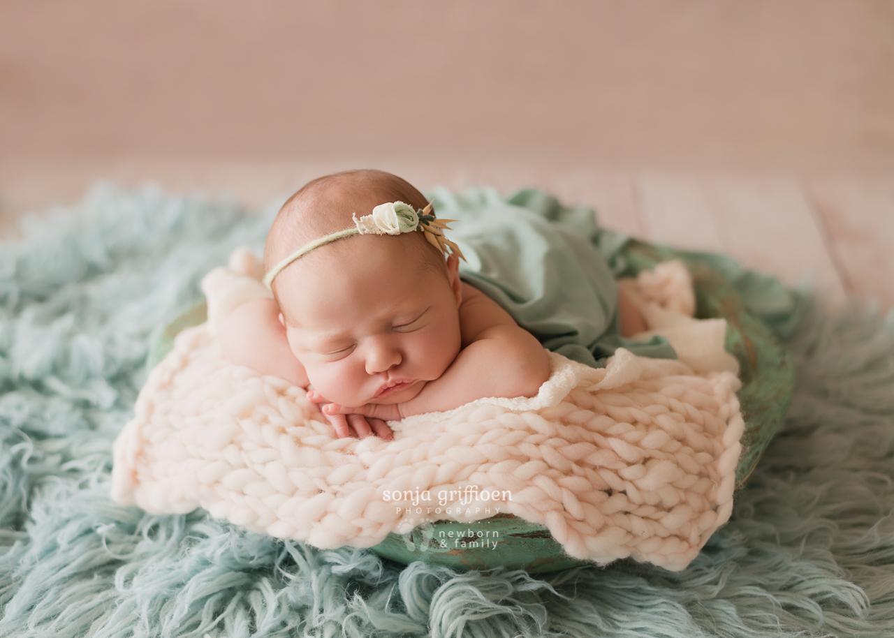 Violet-Newborn-Brisbane-Newborn-Photographer-Sonja-Griffioen-14.jpg