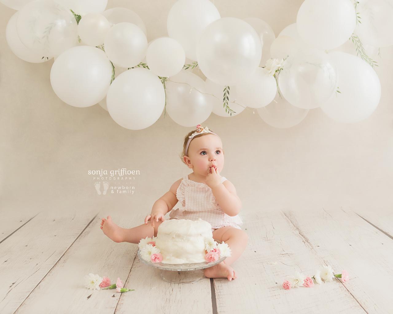 Vivienne-Cake-Smash-Brisbane-Baby-Photographer-Sonja-Griffioen-03.jpg