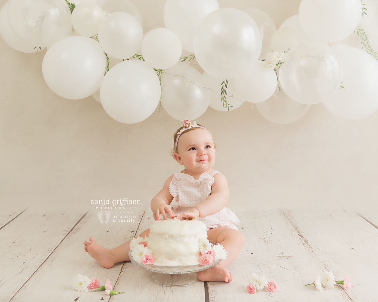 Vivienne-Cake-Smash-Brisbane-Baby-Photographer-Sonja-Griffioen-04.jpg