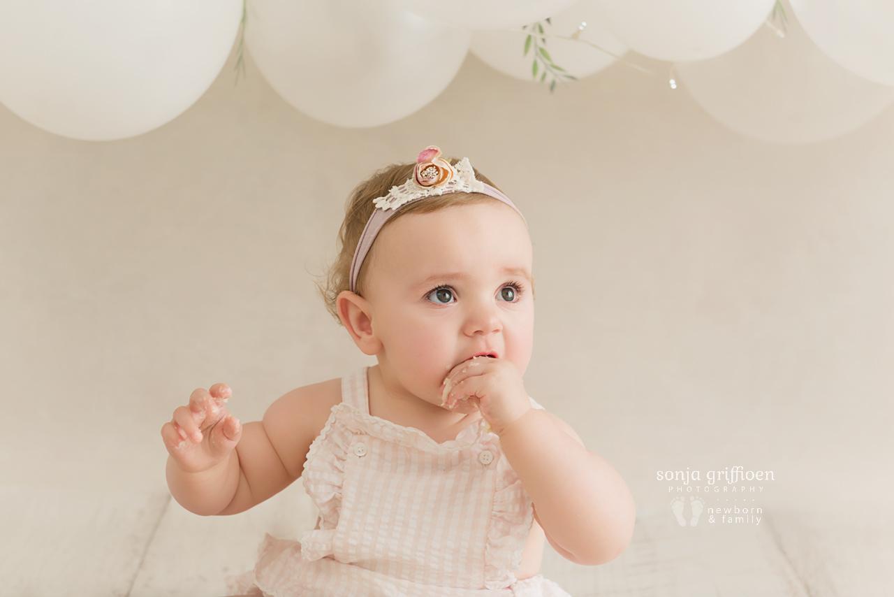 Vivienne-Cake-Smash-Brisbane-Baby-Photographer-Sonja-Griffioen-05.jpg
