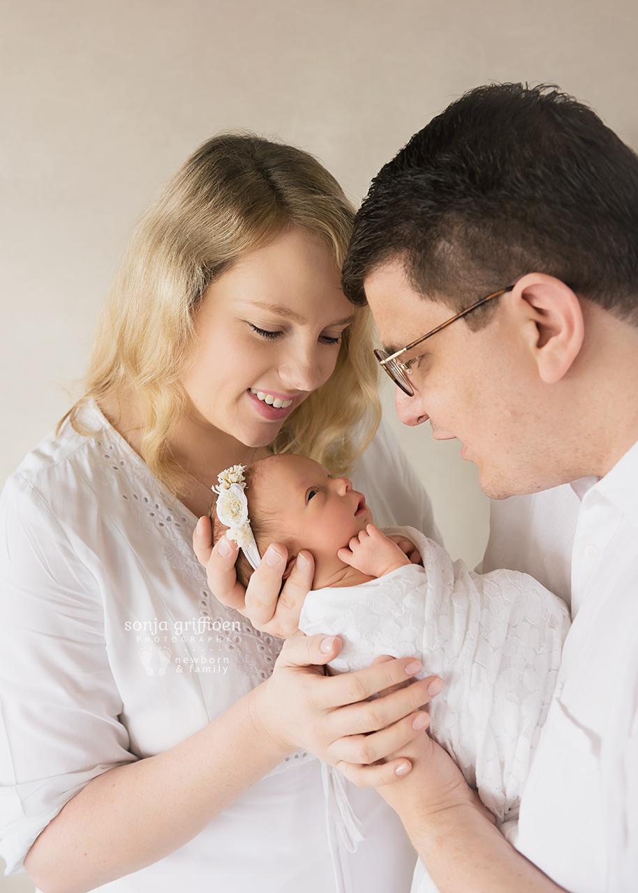 Vivienne-Newborn-Brisbane-Newborn-Photographer-Sonja-Griffioen-04.jpg