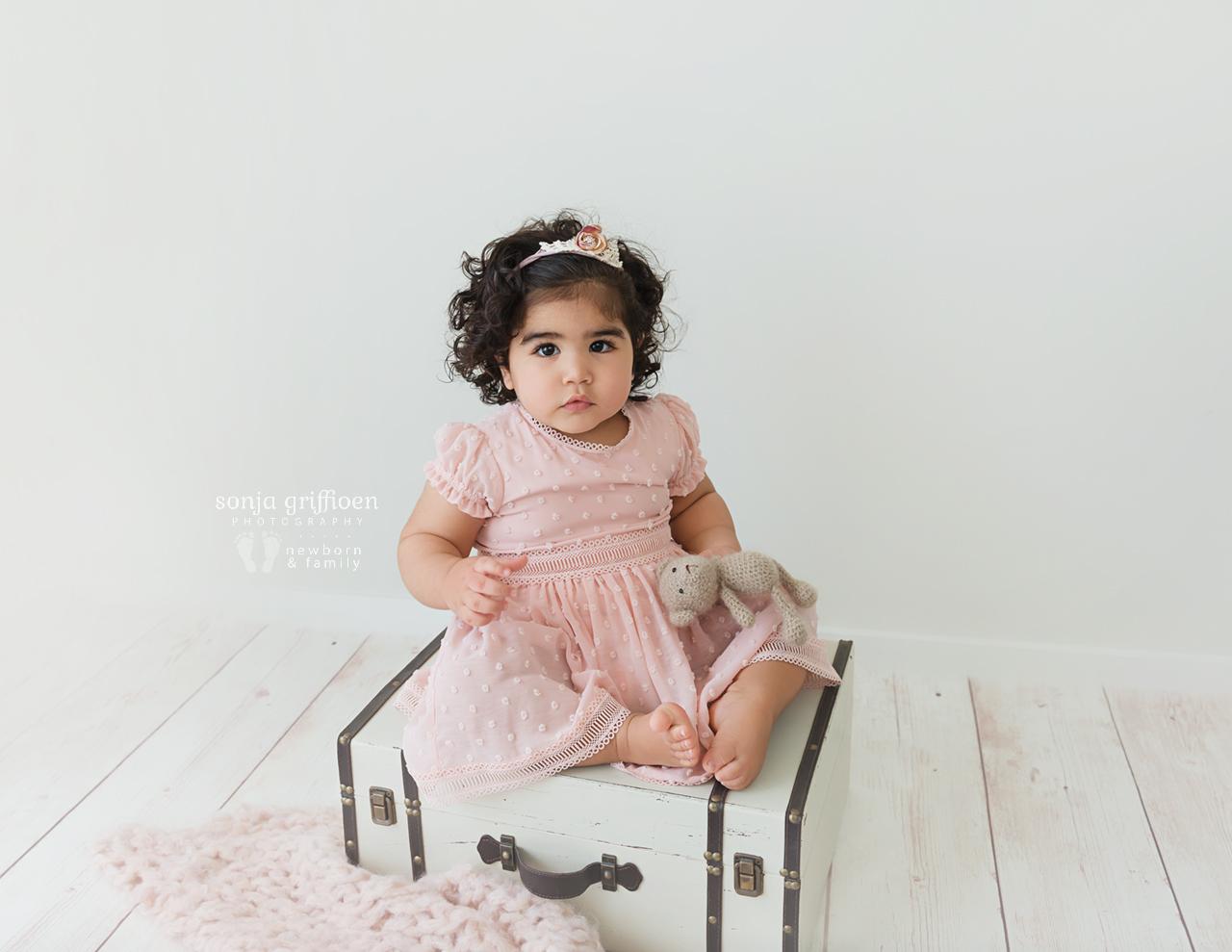 Yara-1-Brisbane-Baby-Photographer-Sonja-Griffioen-05.jpg