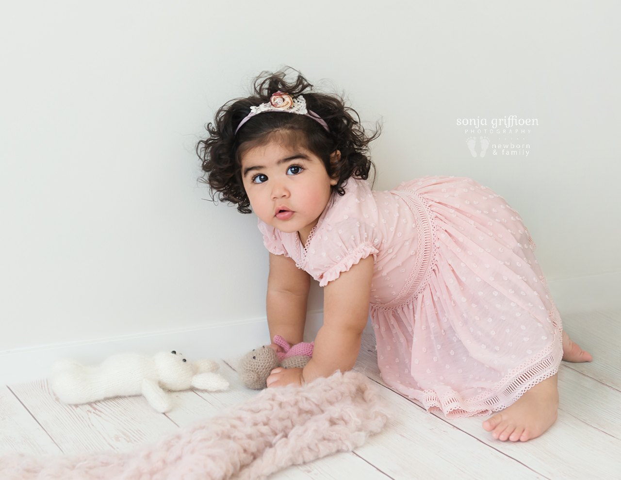 Yara-1-Brisbane-Baby-Photographer-Sonja-Griffioen-07b.jpg